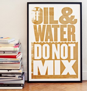 Affiche Oil & water do not mix